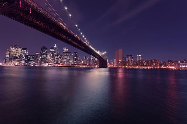 Бруклинский мост ночью, Нью-Йорк, США